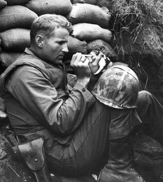 Extraordinary acts of kindness - soldier rescuing a kitten